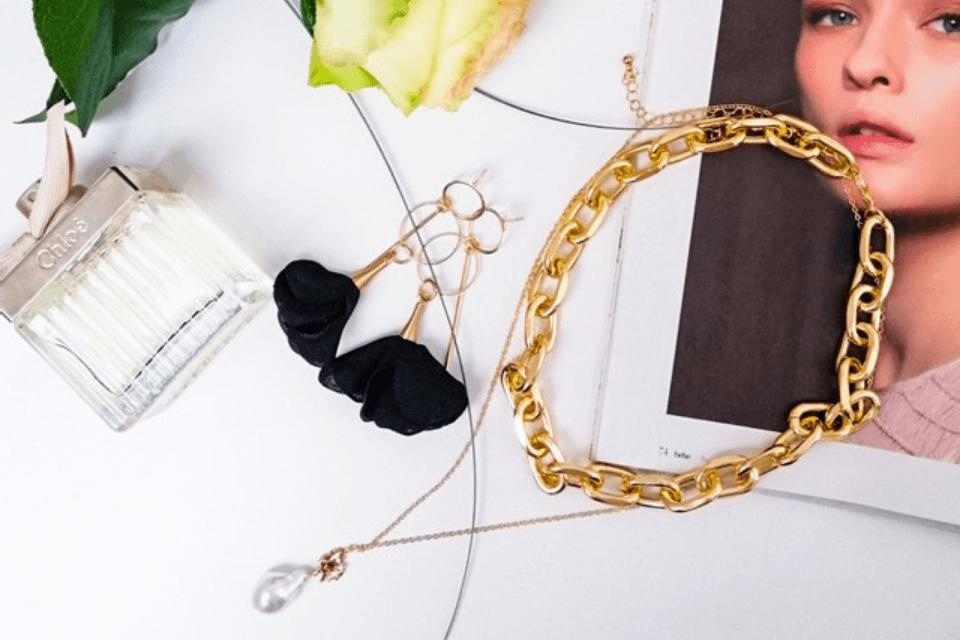 4 propozycje kolczyków, które pasują doeleganckiego stylu
