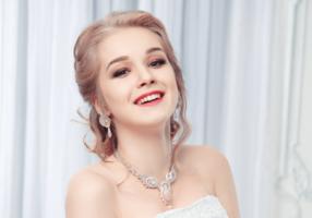 Kolczyki sutasz – modna elegancja